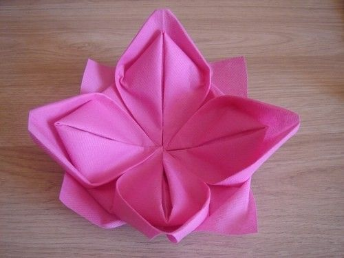 Pliage serviette fleur de lotus for Pliage de serviette en papier 2 couleurs facile